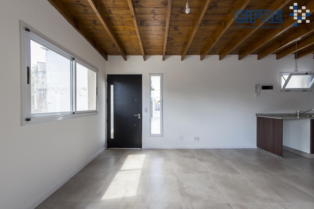 ph en alquiler a estrenar de 2 ambientes en primer piso al contra frente con patio