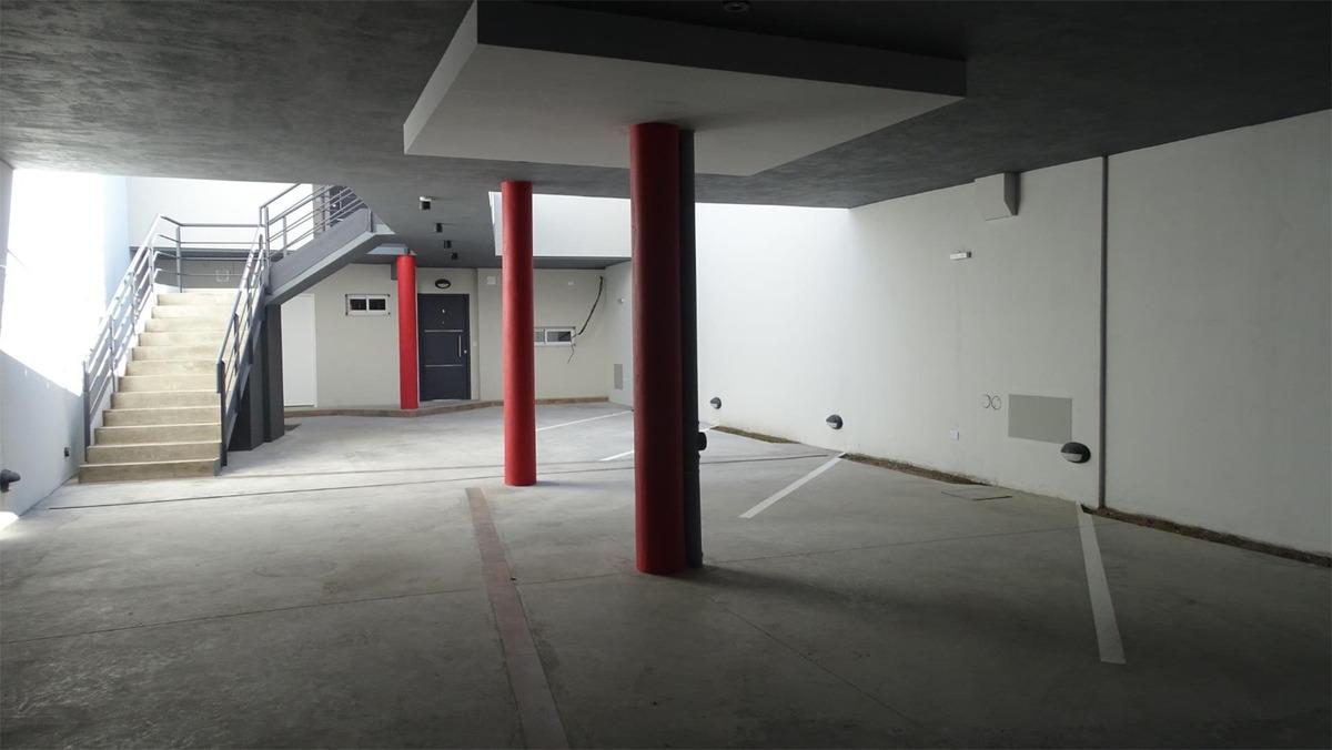 ph en primer piso al contrafrente con cochera,balcón,terraza