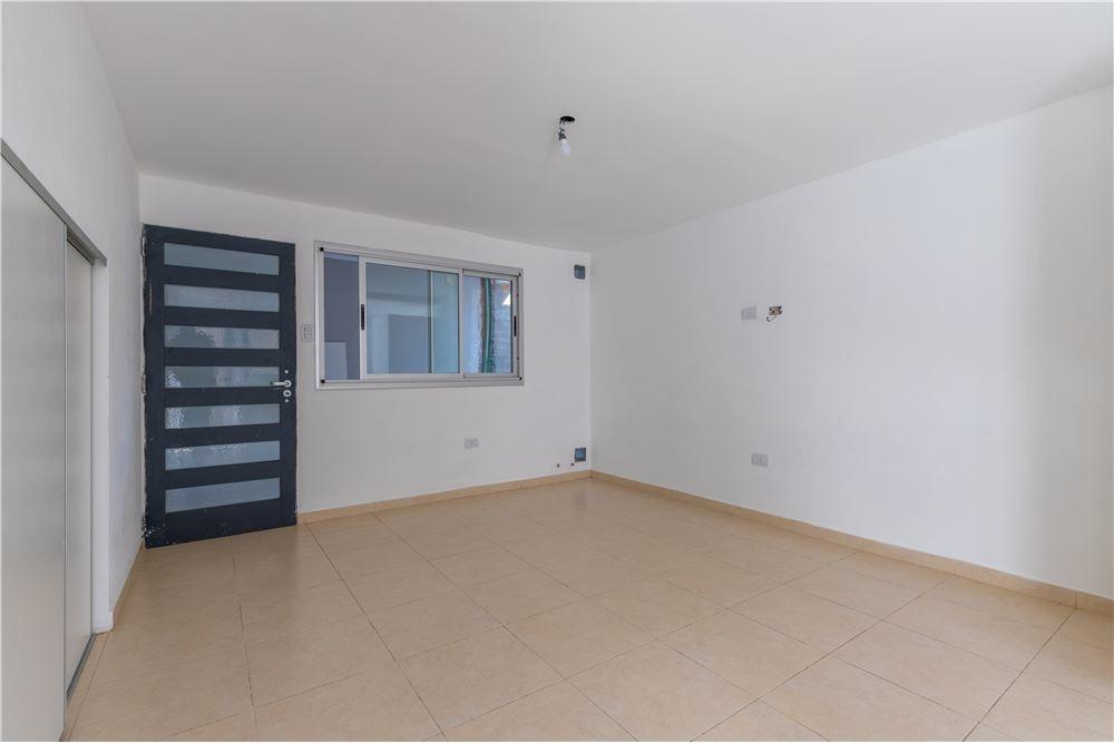 ph en venta de 1 dormitorio con patio en la plata