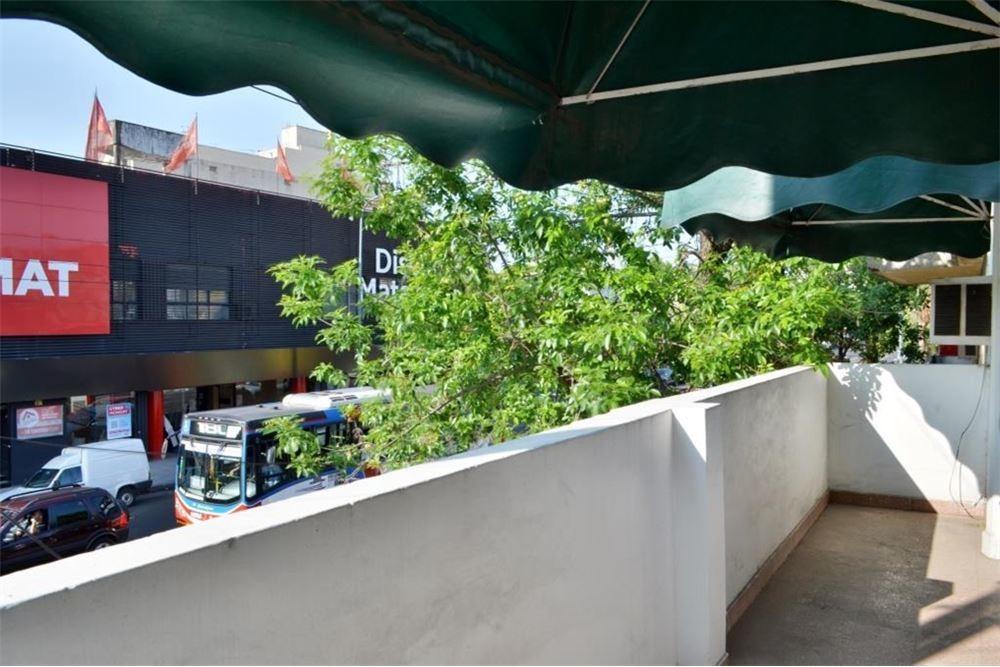 ph en venta de 3 ambientes floresta c/ terraza