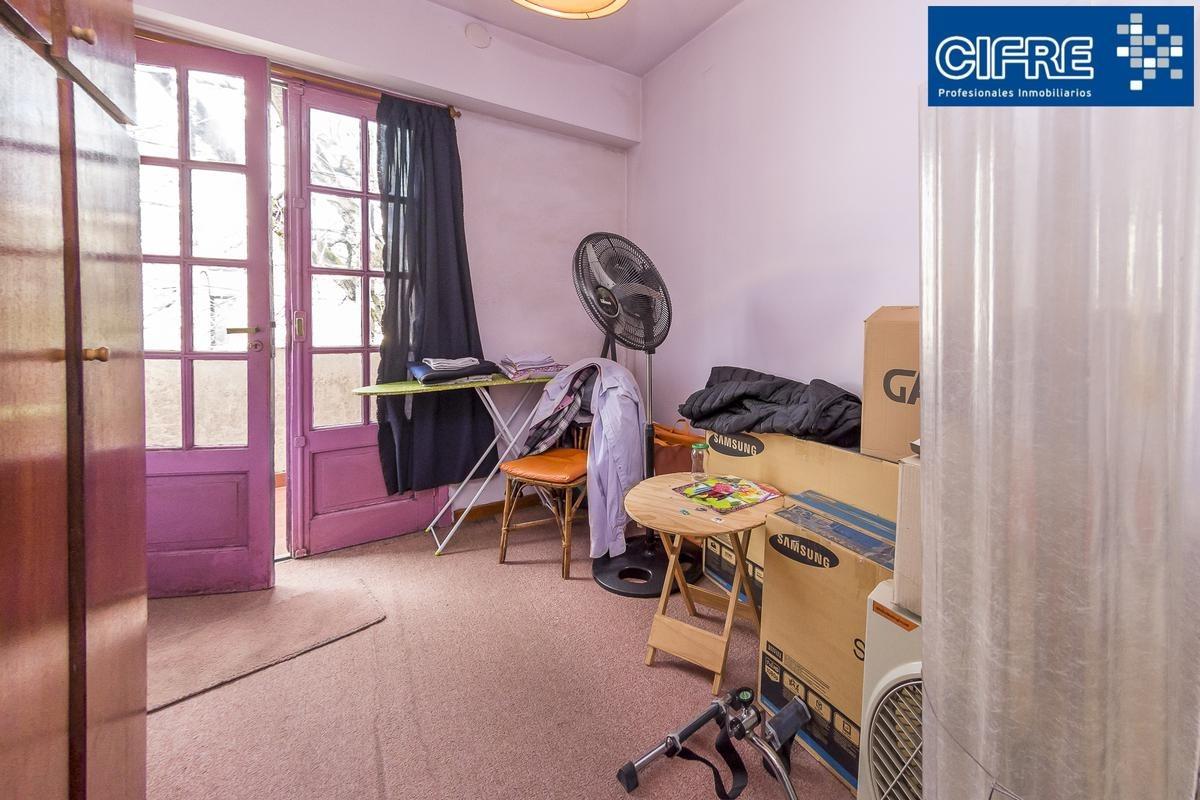 ph en venta en 1er piso x escalera 4 ambientes balcon