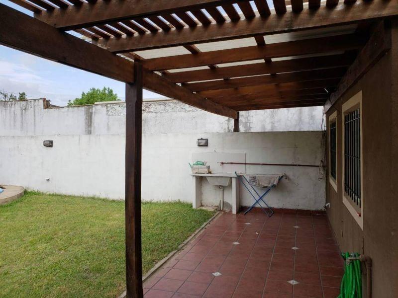 ph frente 3 ambientes con cochera doble, jardin,piscina