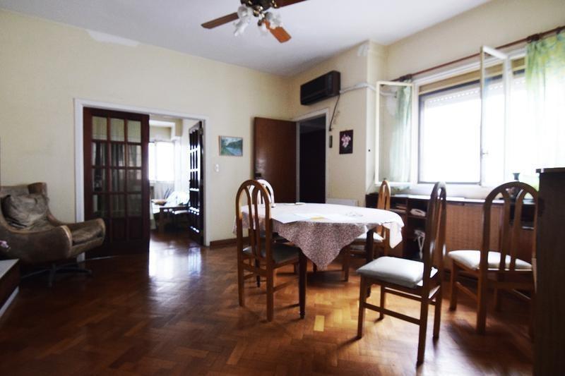 ph por escalera - 2/3 dormitorios - dependencia - frente - balcón - colegiales