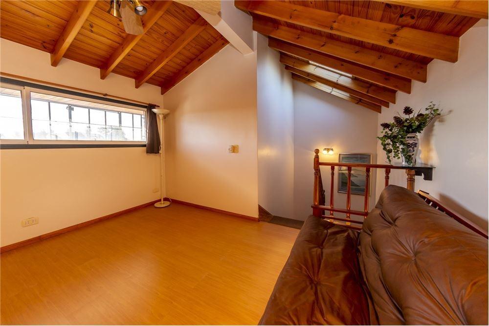 ph triplex 5 ambientes - cochera - quincho - patio