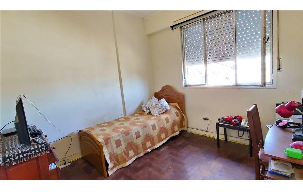 ph venta + 2 dormitorios + terraza + a refaccionar