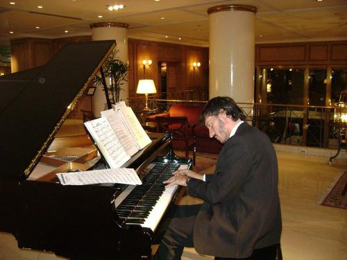 pianista para fiestas y eventos - show de piano y saxo