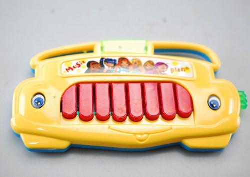 pianito piano pequeño bebé suena luz sonido al mayor y detal