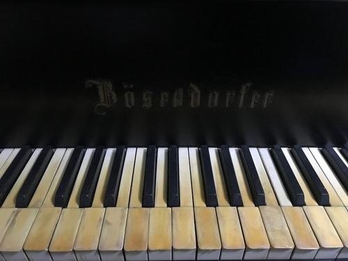 piano de cola 1/2 bosendorfer. excelente estado.