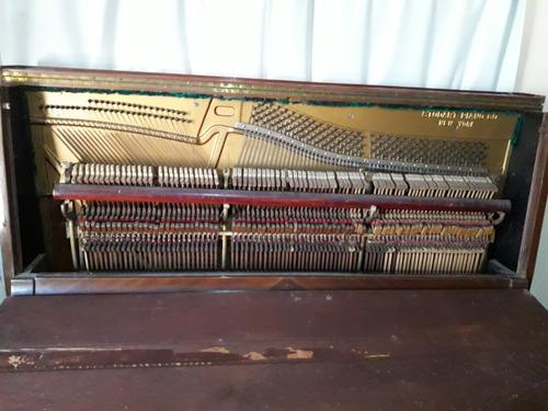 piano vertical