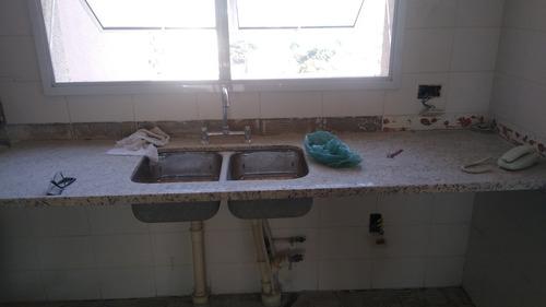 pias de banheiro e cozinha