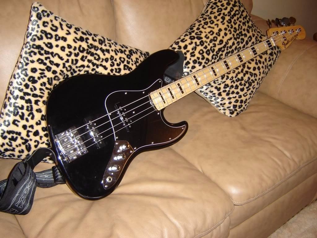 Pickguard Jazz Bass Negro Tricapa Nuevos!! - $ 695,40 en Mercado Libre