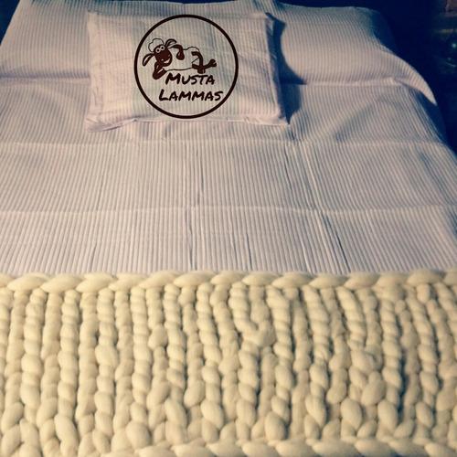 pie de cama o cubre sofá sillón vellón color crudo