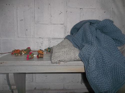 pie de cama. tejido en telar