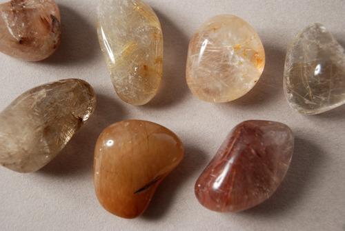 piedra cuarzo con rutilo rolado nro. 2
