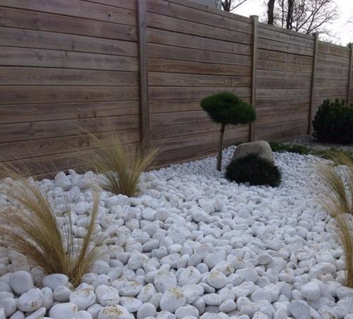 piedra decorativa bola blanca de rio saco de 10 kilos