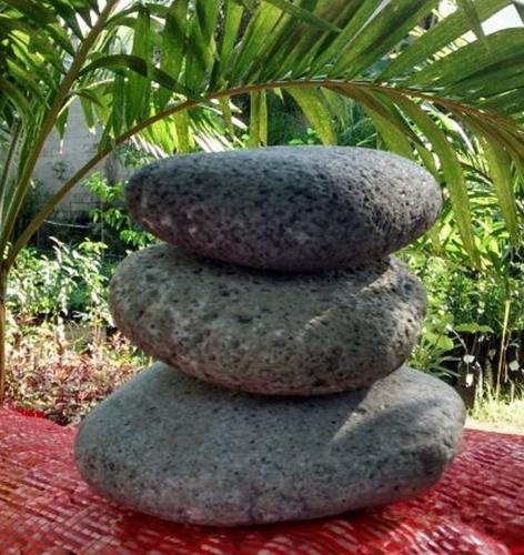 piedra decorativa de rio negra saco de 60 kilos
