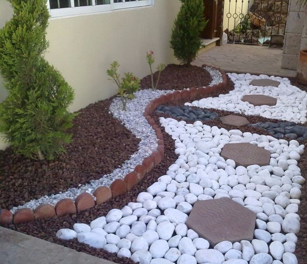 Piedra decorativa bola blanca de rio saco de 10 kilos for Piedra volcanica para jardin
