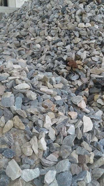 piedra gris o piedra partida para jardines decoracion