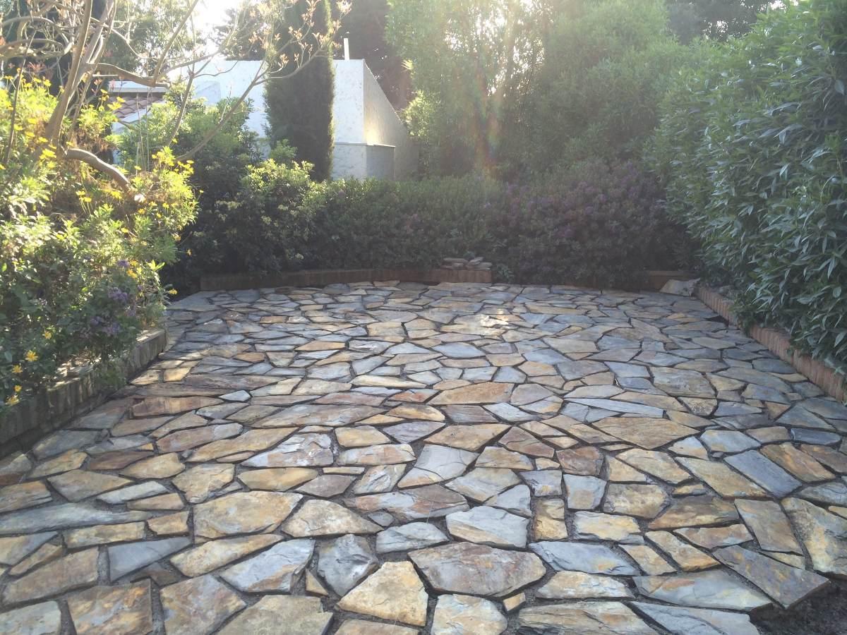 Piedra laja multicolor desde m2 en for Pisos de piedra para terrazas