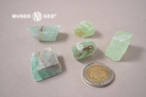piedra mineral calcita verde en bruto