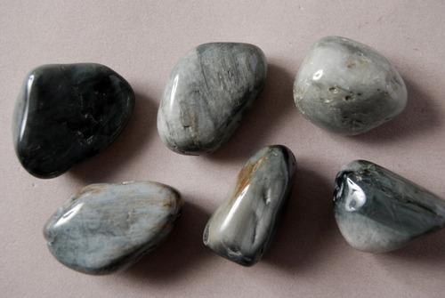 piedra mineral ojo de gato rolado nro. 3