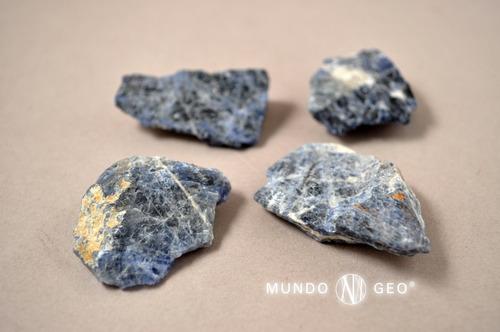 piedra mineral sodalita en bruto