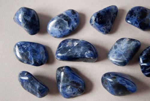 piedra mineral sodalita rolada nro. 2