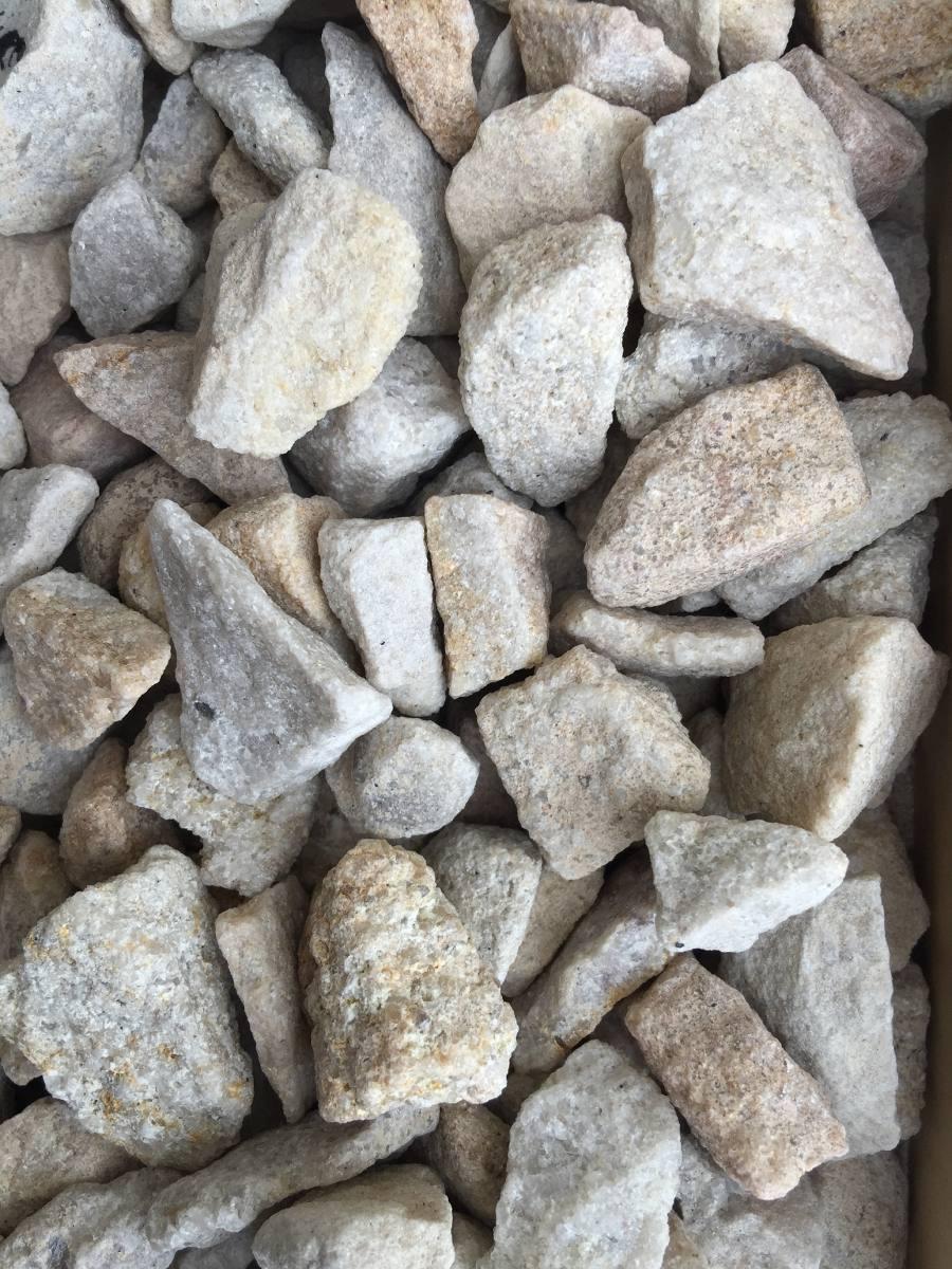 Piedras de decoracion diy cactus con piedras pintadas for Piedras blancas para decorar