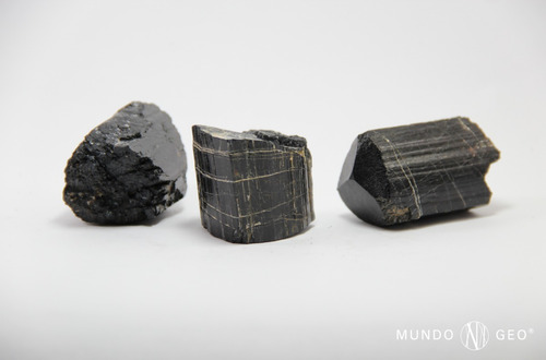 piedra turmalina negra en bruto nro. 6