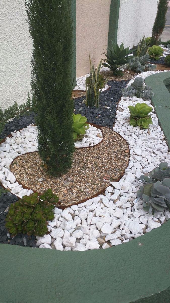 Acuarios para el jardin for Piedras de jardin decorativas