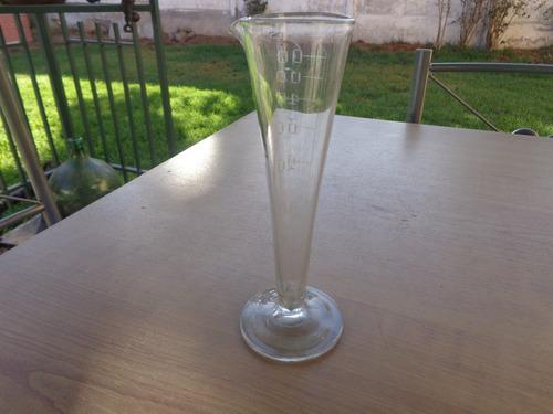 pieza antigua de cristal con medidas
