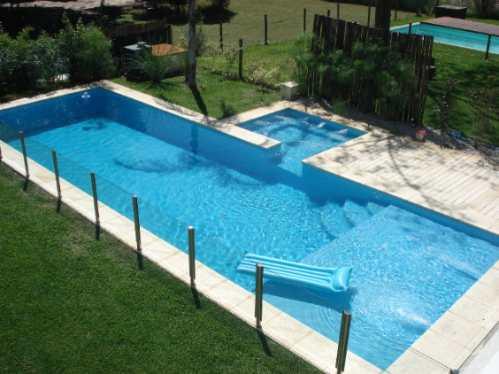 Piscinas de material y gresite sobre piscina de hormign for Material para piscina