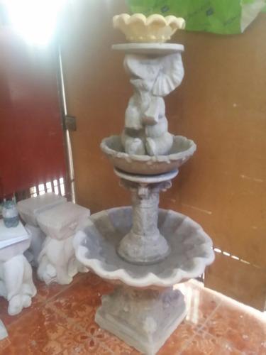 pileta o fuente de agua con cuarzo fino y cemento