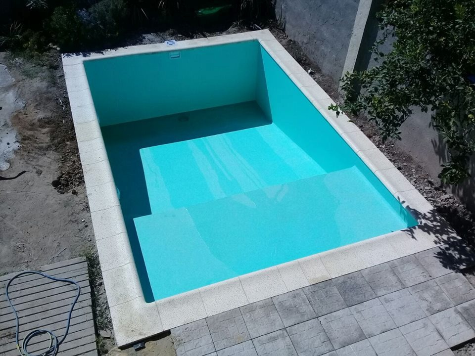 Piletas de material piscina hormigon presupuesto whatsapp for Borde piscina hormigon