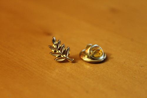 pin acacia dorada pequeña masonica