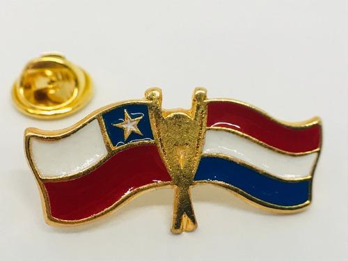 pin bandera chile y holanda entrelazadas