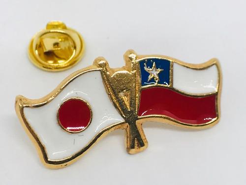 pin bandera chile y japón entrelazadas