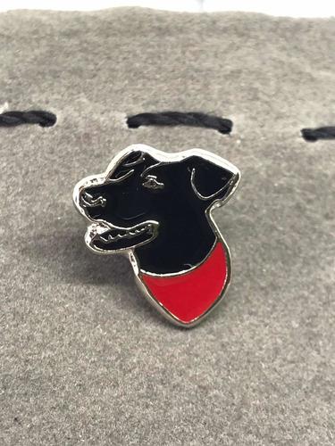 pin perro negro matapacos (silueta cabeza)