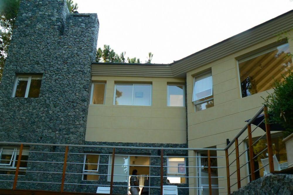 pinamar  - 5 dorm.,jardín y terraza con jacuzzi.