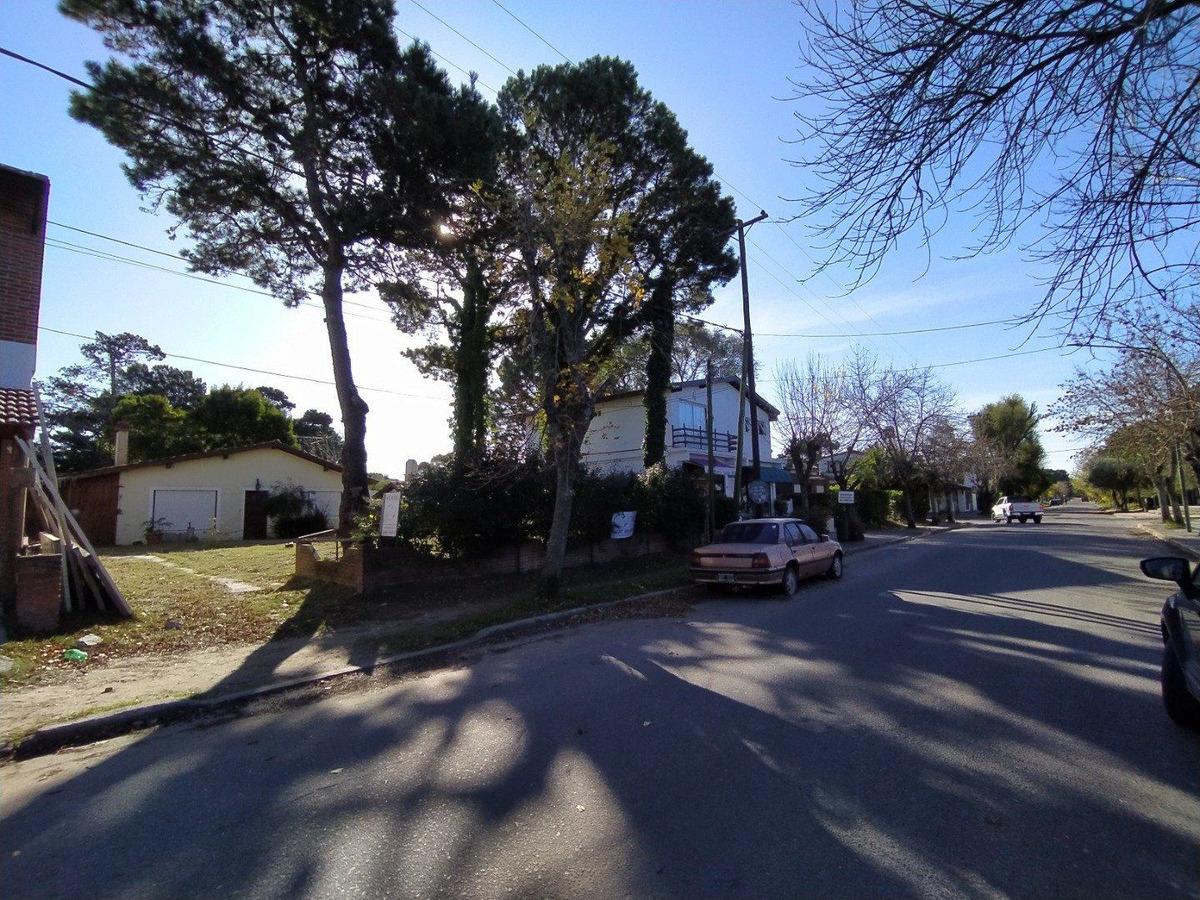 pinamar casa sobre terreno  comercial y multifamiliar frente a la escuela n° 5