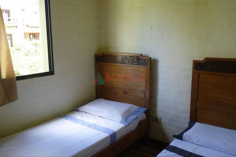 pinares a 100 m del mar 2 dormitorios 2 baños parrillero- ref: 2557