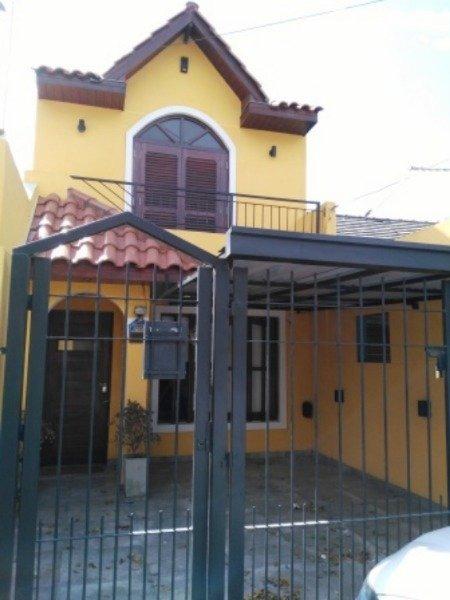 pinares excelente ph 3 ambientes, e/auto techada y patio con parrilla