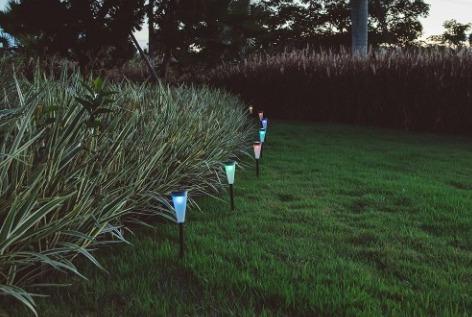 pincho farol solar multicolor de jardín luz led 38cm lampara