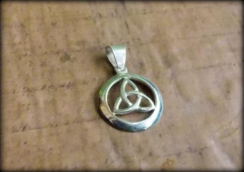pingente celta triquetra little frame - prata 925 - opç 01