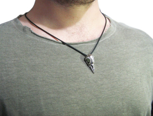 pingente crânio de corvo pequeno e texturizado em prata