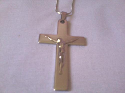 pingente de aço  cristo na cruz