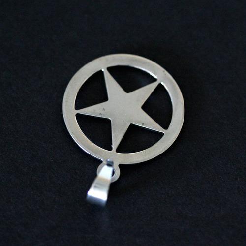 pingente de aço estrela com aplique em ouro