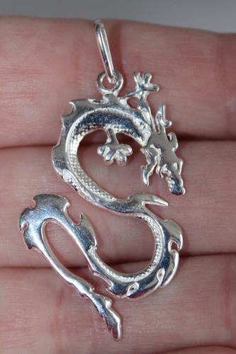 pingente de dragão 4,8 cm prata c/  cx de veludo