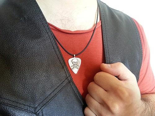 pingente palheta caveira rock em prata