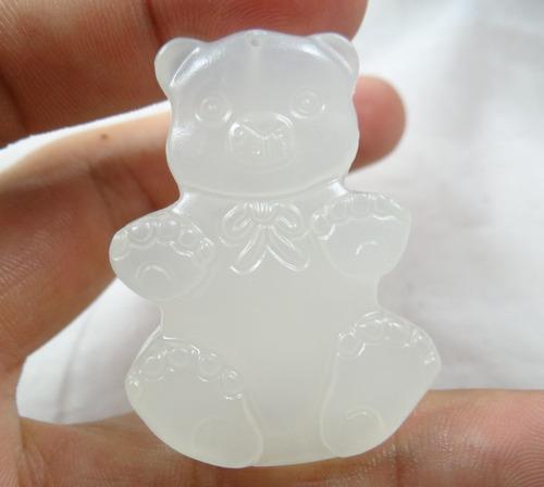 pingente urso 21,9gr esculpido em pedra agata branca - j1697